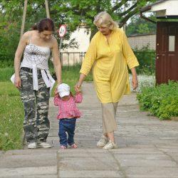 To ja z mamą i babcią na spacerze