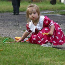 Zabawa na trawie -sierpień 2008